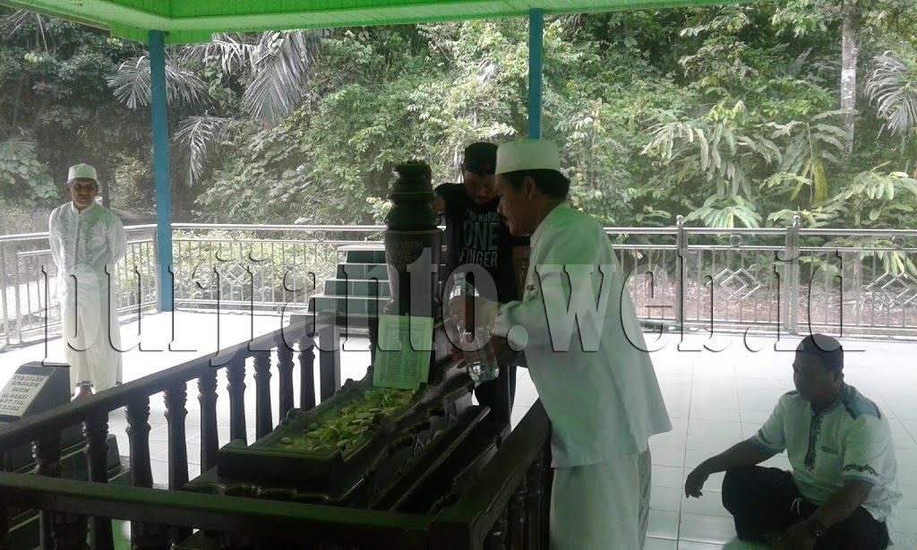 Makam Habib Husein bengalon